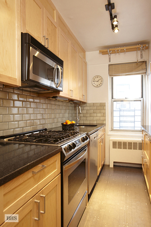 33 Greenwich Avenue, West Village, NYC, $805,000, Web #: 1555402