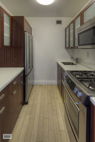 East 47th Street, Midtown East, NYC, $3,000, Web #: 1564275