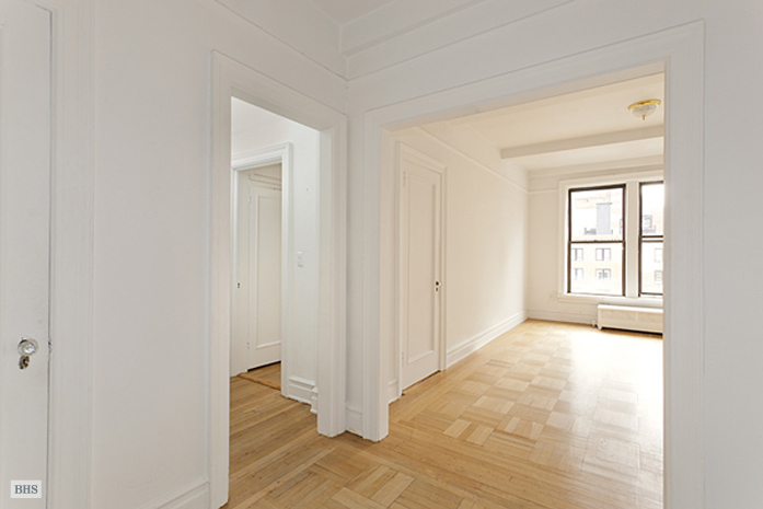 114 West 70th Street, Upper West Side, NYC, $610,000, Web #: 1568732