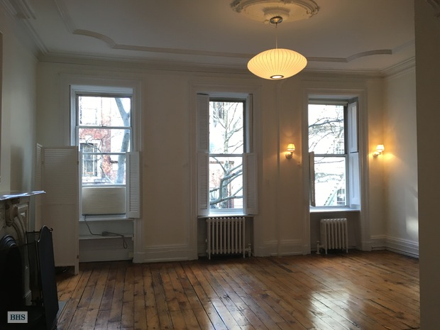 62 Perry Street, West Village, NYC, $5,200, Web #: 15920580