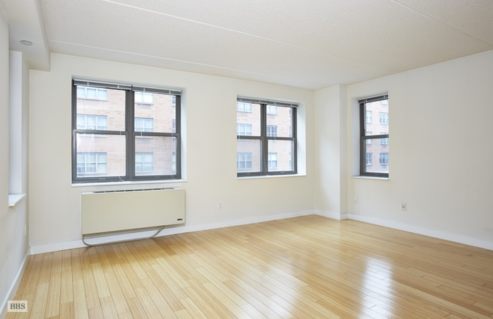 516 West 47th Street, Midtown West, NYC, $2,350, Web #: 16028682