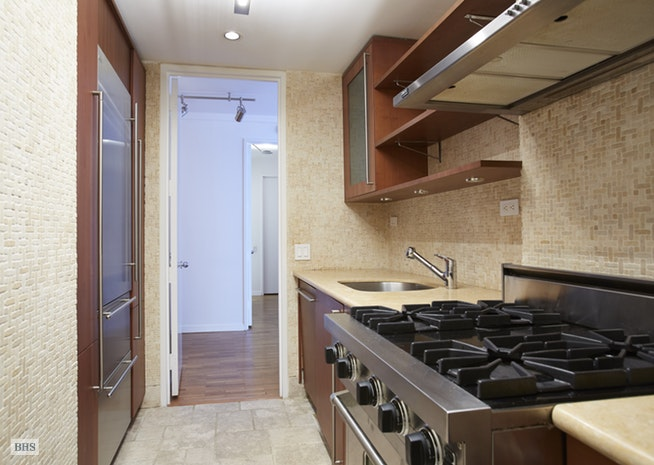 15 West 53rd Street 30E, Midtown West, NYC, $6,250, Web #: 16391562