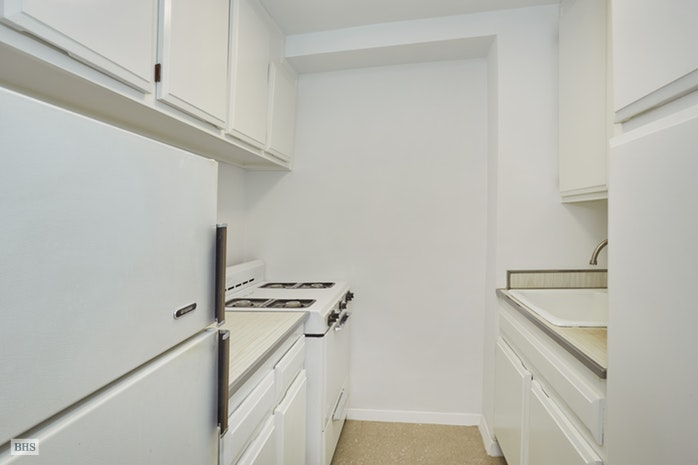 77 Seventh Avenue 18U, Greenwich Village/Chelsea, NYC, $500,000, Web #: 16871958