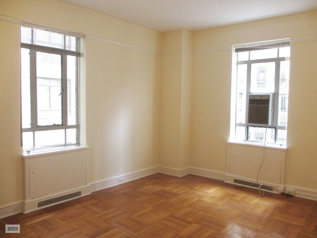 25 Central Park West, Upper West Side, NYC, $3,800, Web #: 17306310