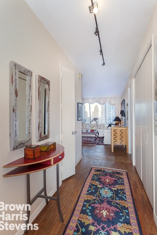 15 West 53rd Street 43C, Midtown West, NYC, $1,690,000, Web #: 17391270