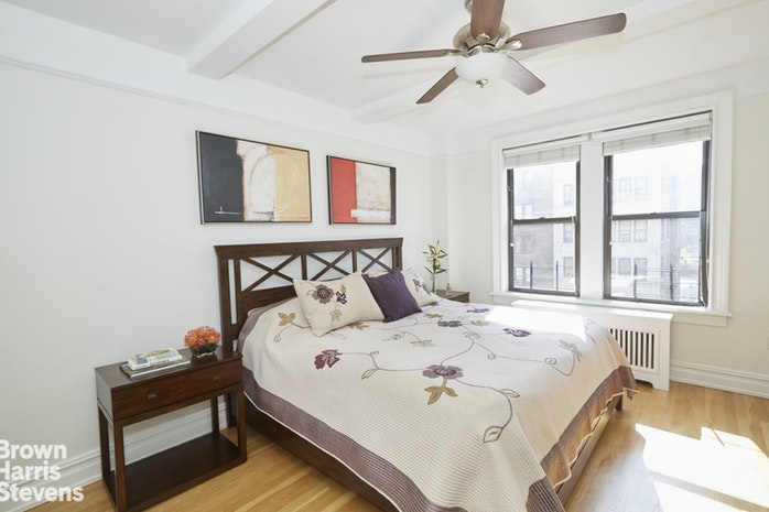 41 West 72nd Street 14D, Upper West Side, NYC, $2,450,000, Web #: 17459578