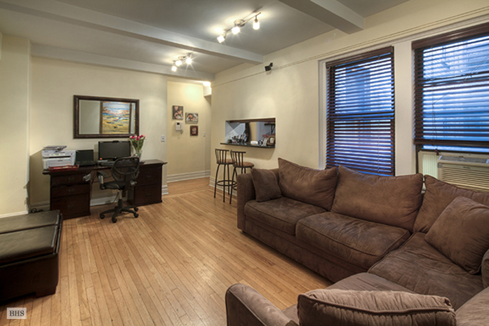 West 68th Street, Upper West Side, NYC, $2,800, Web #: 1752014
