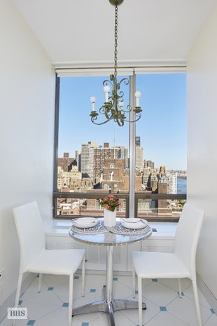 870 United Nations Plaza 22E, Midtown East, NYC, $2,100,000, Web #: 17577345