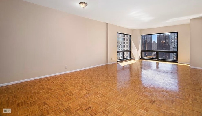 721 Fifth Avenue 54H, Midtown East, NYC, $2,800,000, Web #: 17592503