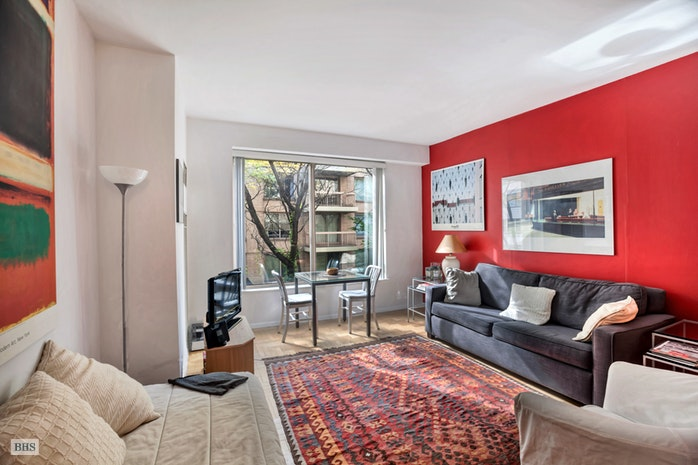 200 East 69th Street 3S, Upper East Side, NYC, $680,000, Web #: 17710177
