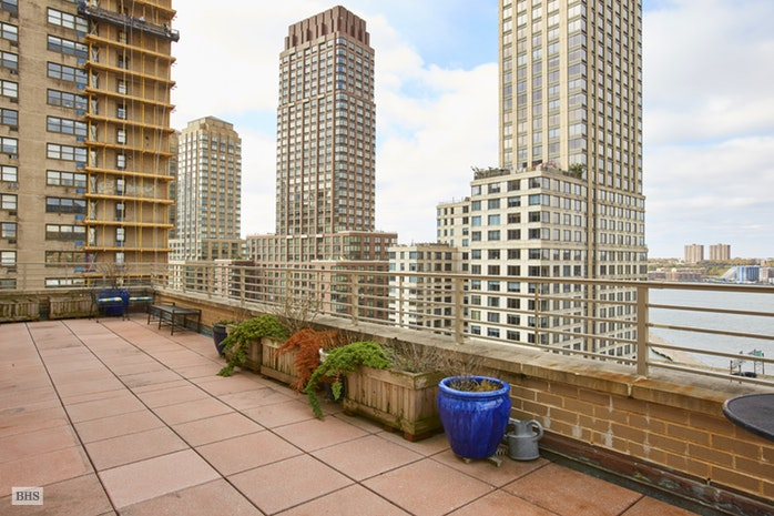 315 West 70th Street 17F, Upper West Side, NYC, $1,699,000, Web #: 17766017