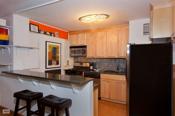 235 East 87th Street 6D, Upper East Side, NYC, $800,000, Web #: 17831161