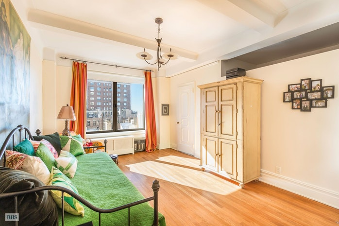 50 Riverside Drive 8C, Upper West Side, NYC, $2,500,000, Web #: 17893122