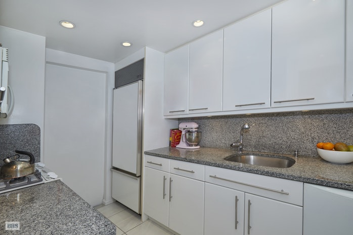 203 East 72nd Street 19C, Upper East Side, NYC, $1,550,000, Web #: 17958769