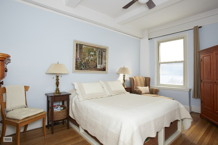152 West 58th Street, Midtown West, NYC, $980,000, Web #: 17998946