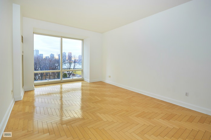 845 United Nations Plaza 8B, Midtown East, NYC, $4,275, Web #: 18012425