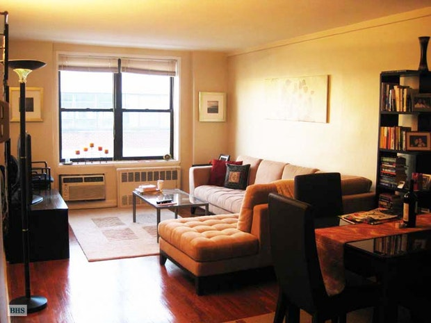 165 Christopher Street 5X, West Village, NYC, $3,600, Web #: 18078588