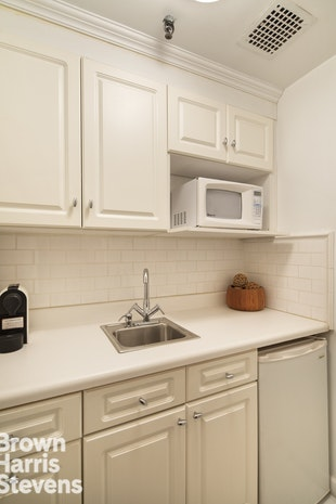 150 Central Park S 505, Midtown West, NYC, $785,000, Web #: 18174976