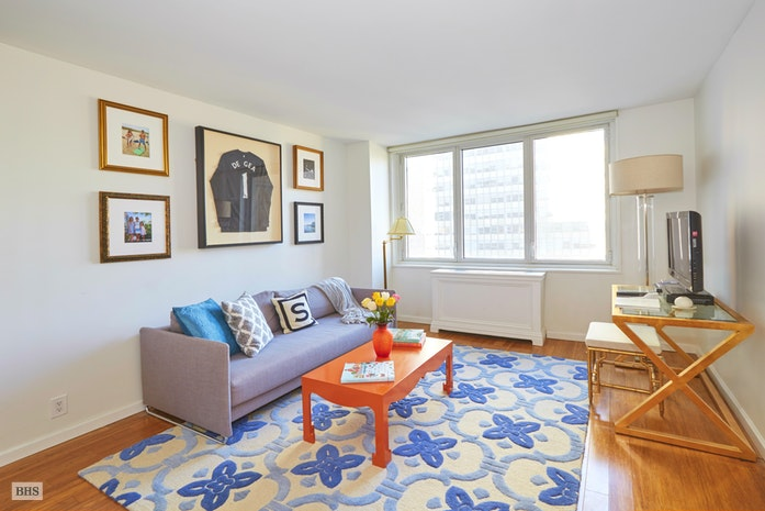 212 East 47th Street 20B, Midtown East, NYC, $950,000, Web #: 18213605