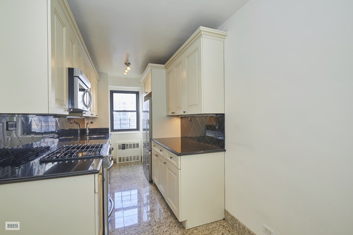 176 East 77th Street 8J, Upper East Side, NYC, $1,995,000, Web #: 18258871