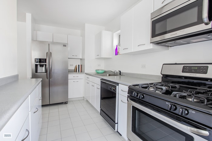 2 South End Avenue 7D, Battery Park City, NYC, $585,000, Web #: 18270854