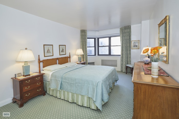 176 East 77th Street 8L, Upper East Side, NYC, $785,000, Web #: 18294150