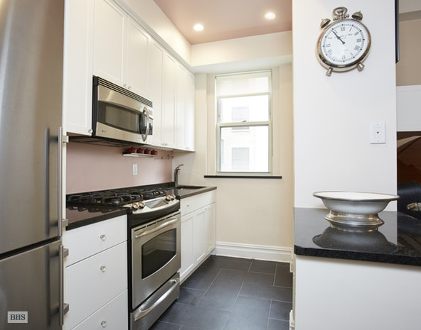 25 Fifth Avenue 11G, Central Village, NYC, $1,875,000, Web #: 18295837
