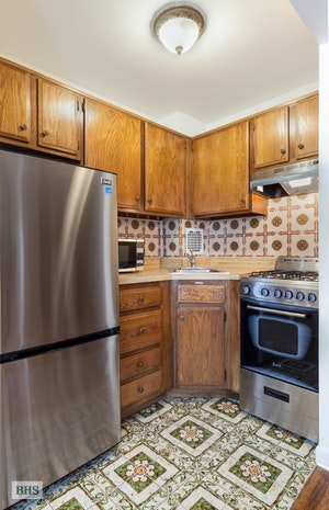 9 West 69th Street, Upper West Side, NYC, $2,800, Web #: 18300802