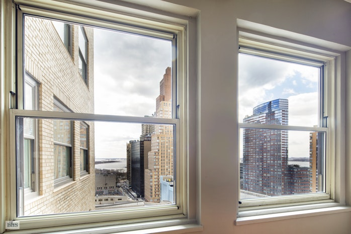 88 Greenwich Street 1502, Battery Park City, NYC, $735,000, Web #: 18338476
