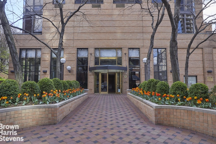 400 East 84th Street 33A, Upper East Side, NYC, $8,495, Web #: 18426034