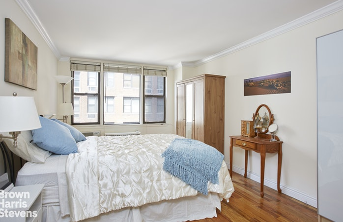 200 West 79th Street 4P, Upper West Side, NYC, $725,000, Web #: 18521410