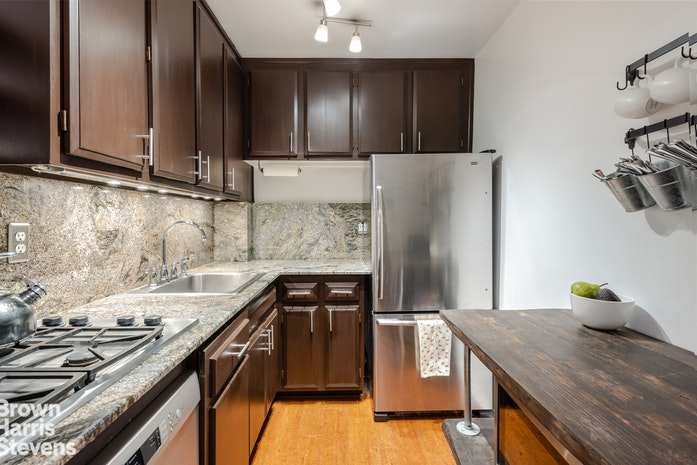520 East 72nd Street 3S, Upper East Side, NYC, $550,000, Web #: 18559959