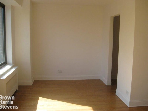 372 Central Park West 10T, Upper West Side, NYC, $2,650, Web #: 18579866