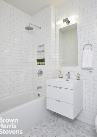 111 West 67th Street 27F, Upper West Side, NYC, $2,150,000, Web #: 18668630