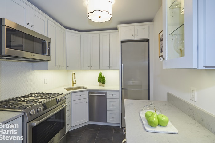 300 East 40th Street 18E, Midtown East, NYC, $780,000, Web #: 18713869