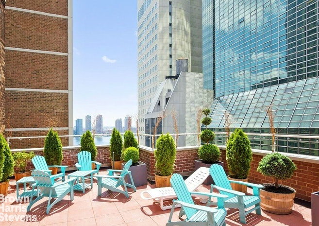 321 East 45th Street 1F, Midtown East, NYC, $489,000, Web #: 18717137