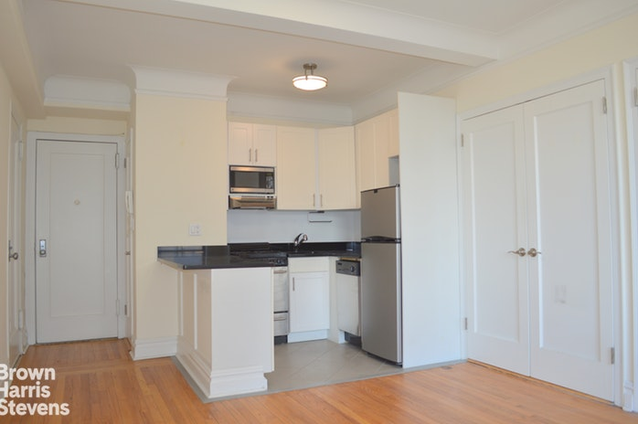 440 West 34th Street 3D, Midtown West, NYC, $2,200, Web #: 18755516