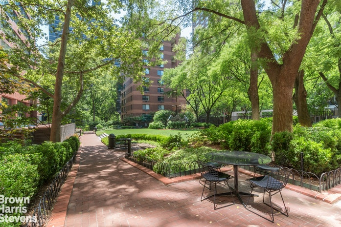 200 East 94th Street 817, Upper East Side, NYC, $2,395,000, Web #: 18811104