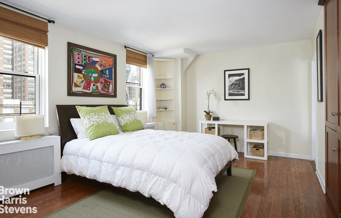 340 West 55th Street 11D, Midtown West, NYC, $1,900,000, Web #: 18835011