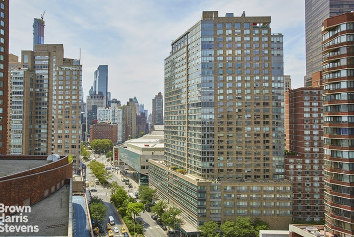 2000 Broadway 18D, Upper West Side, NYC, $6,850, Web #: 18992462