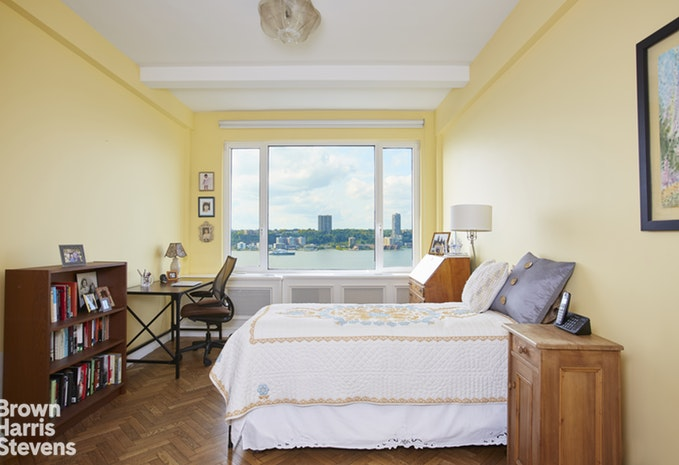 140 Riverside Drive 9A, Upper West Side, NYC, $2,430,000, Web #: 19068140