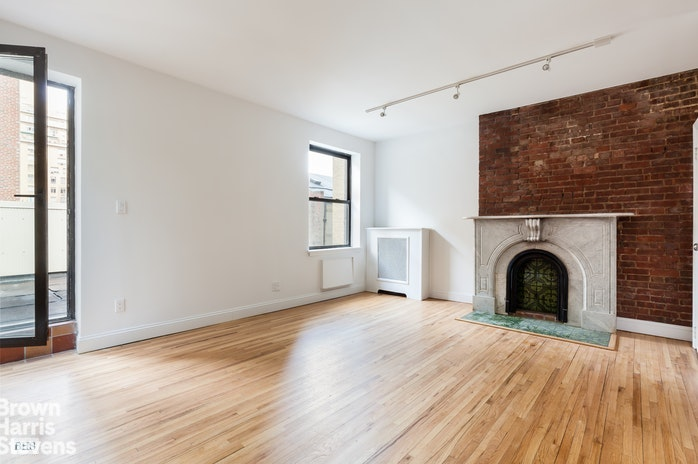 9 West 69th Street Ph, Upper West Side, NYC, $3,600, Web #: 19082000