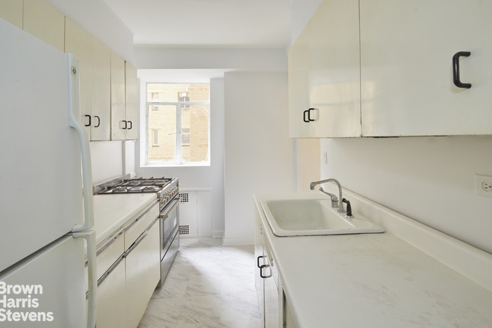 880 Fifth Avenue 2E, Upper East Side, NYC, $2,628,000, Web #: 19122672