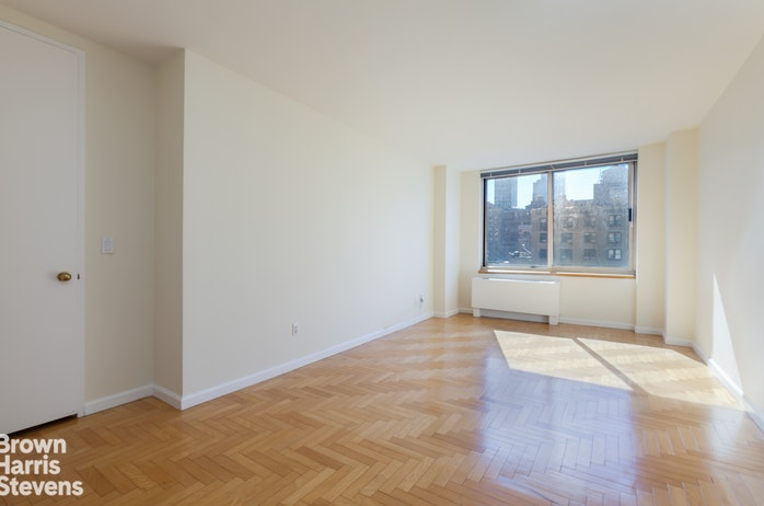 201 West 72nd Street 8D, Upper West Side, NYC, $6,300, Web #: 19123714