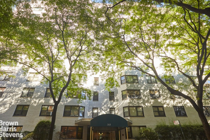 315 East 65th Street 3J, Upper East Side, NYC, $690,000, Web #: 19123806