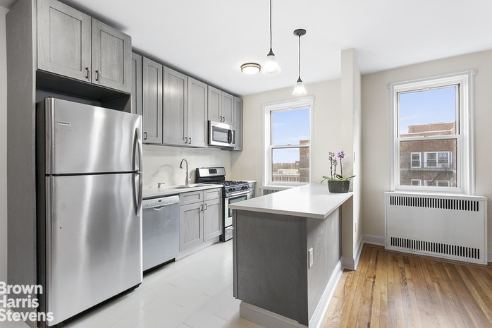 140 East 2nd Street 6U, Brooklyn, New York, $555,000, Web #: 19331371