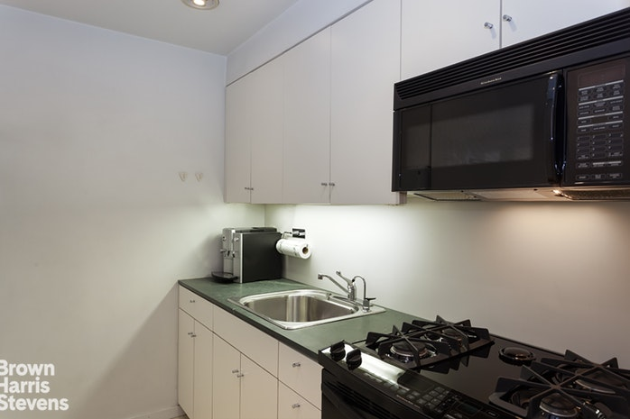 15 West 53rd Street 9H, Midtown West, NYC, $3,850, Web #: 19332558