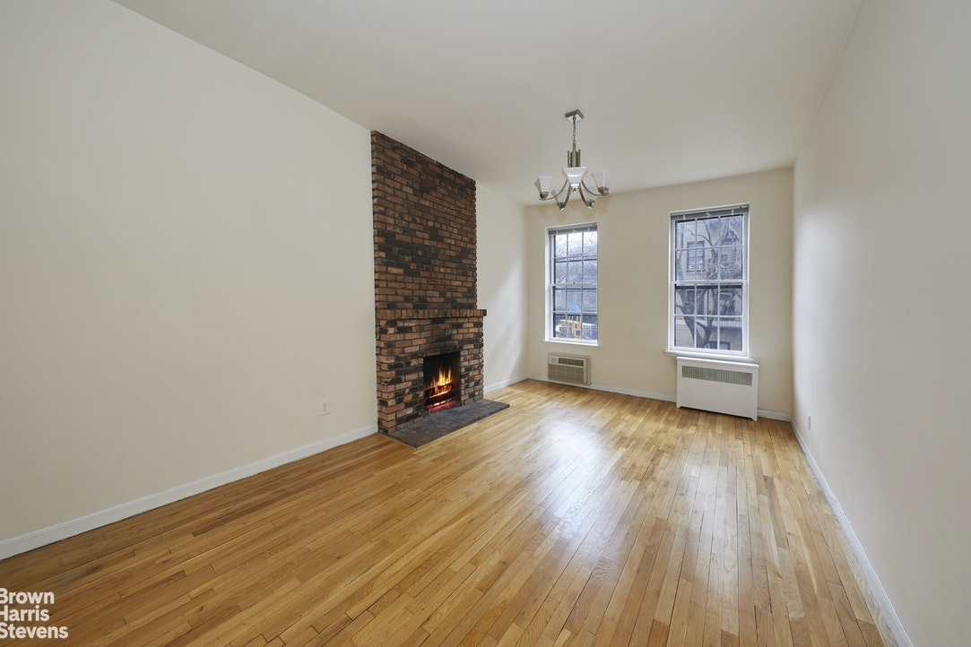 345 West 21st Street 2D, Greenwich Village/Chelsea, NYC, $2,750, Web #: 19464266