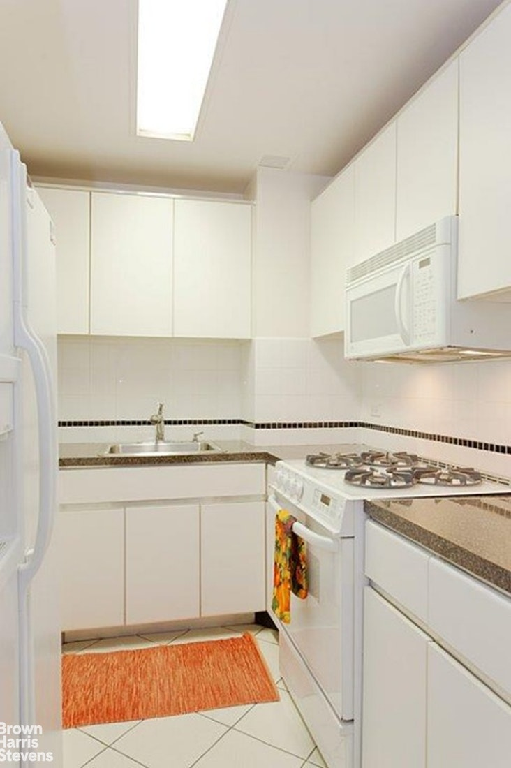 721 Fifth Avenue 35C, Midtown East, NYC, $1,150,000, Web #: 19480641