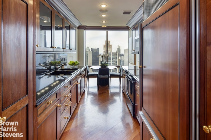 641 Fifth Avenue 48A, Midtown East, NYC, $3,850,000, Web #: 19585437